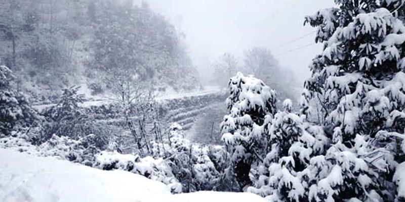 सुदूरपश्चिममा भारी हिमपात, ७ जिल्लाको राजमार्ग अवरुद्ध