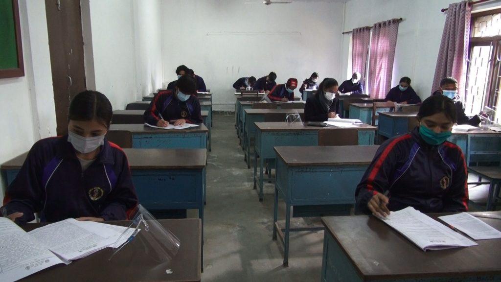 कोभिड १९ का कारण स्थगित भएको कक्षा १२ को परीक्षा सुरु