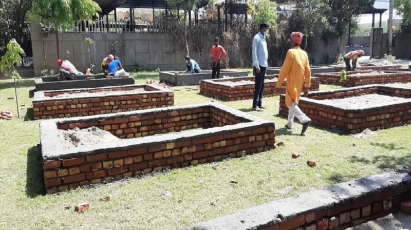 कोरोना करहर: दिल्लीको घाटमा ठाउँ छैन, पार्कमा अन्तिम संस्कार